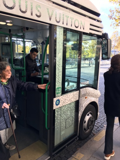 Electric bus shuttle